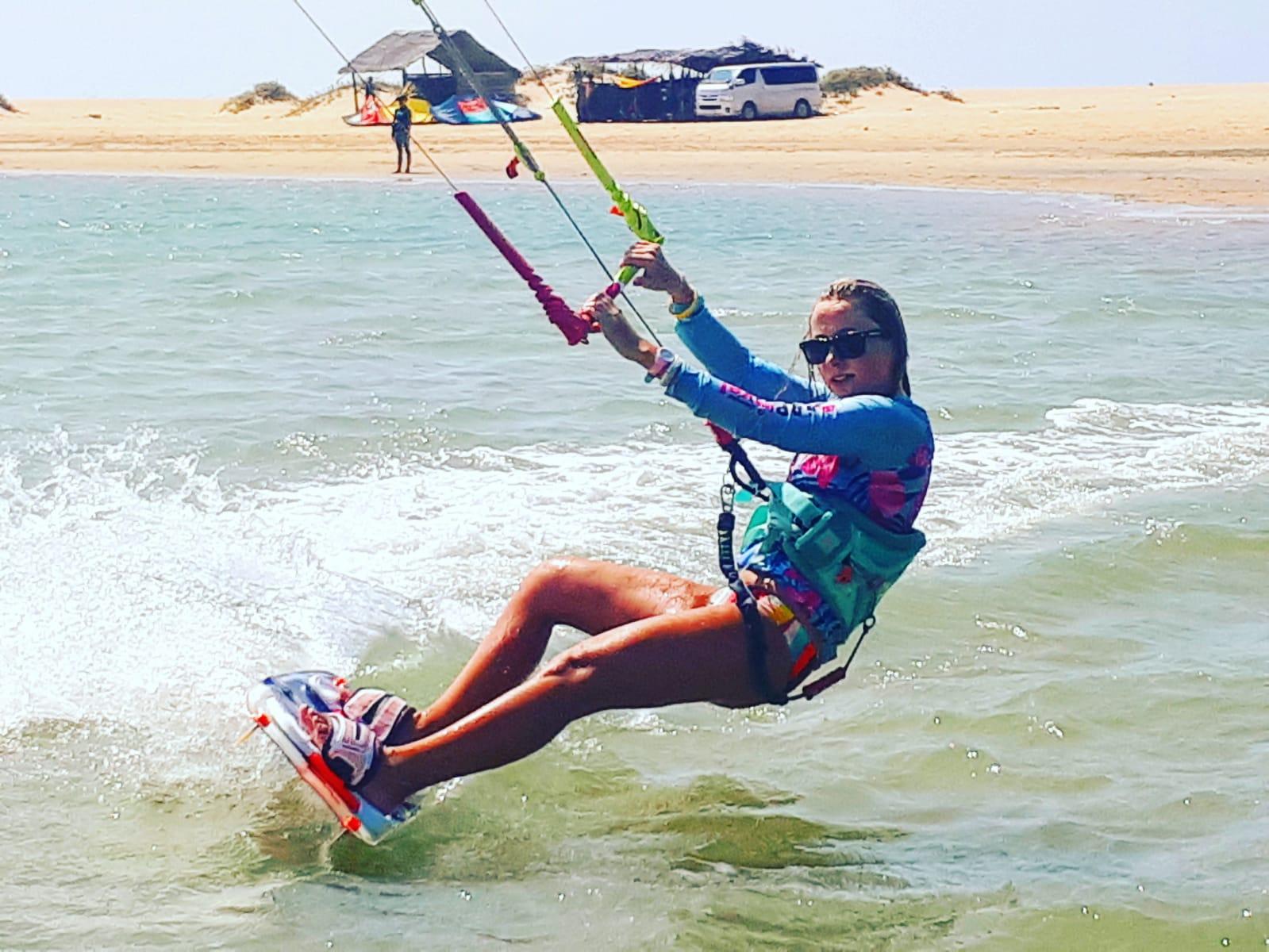 Kitesurfing – gdzie się uczyć, jakich miejsc unikać?